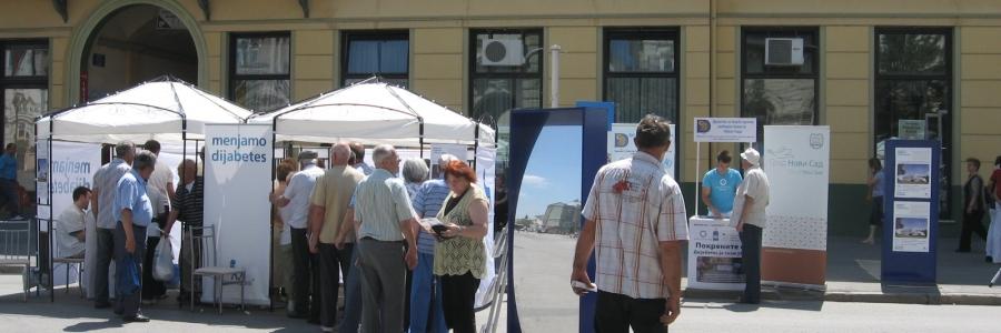 Dolazak pokretne bolnice Novo Nordisk na Trugu slobode u Novom Sadu